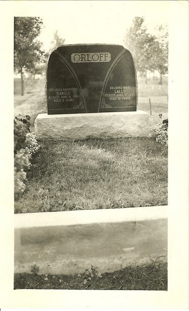 Grave of Lilian and Carole Orloff, Shaarey Zedek Cemetery, Winnipeg